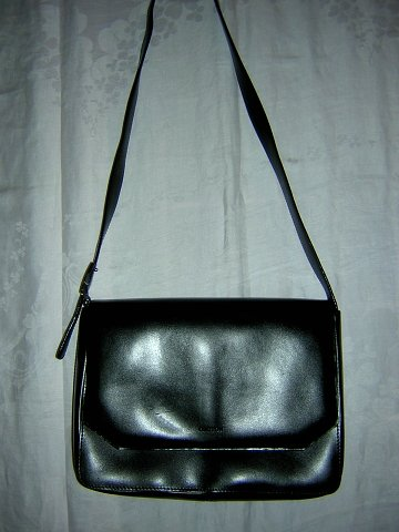 Oroton Australia black leather envelope shoulder bag sleek sophisticated unused purse ll1687