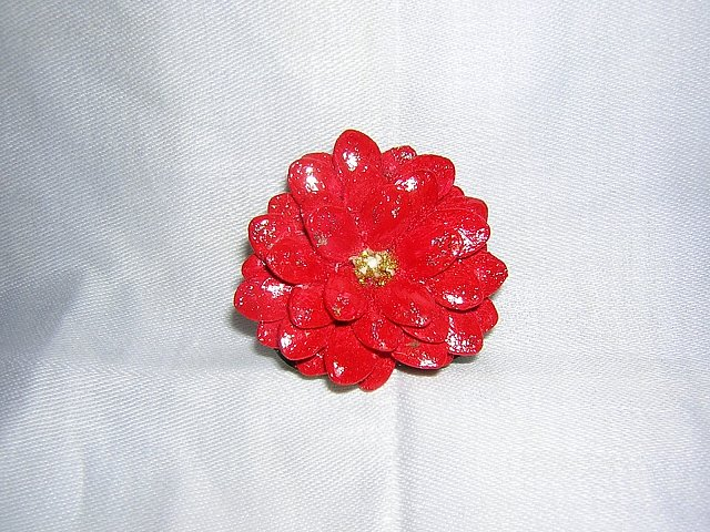 Painted pumpkin seed poinsettia pin Christmas brooch handmade vintage ll2003