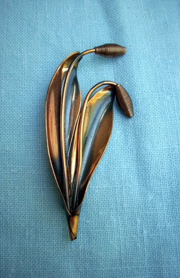 Vintage burnished copper cattail brooch pin graceful  ll1040
