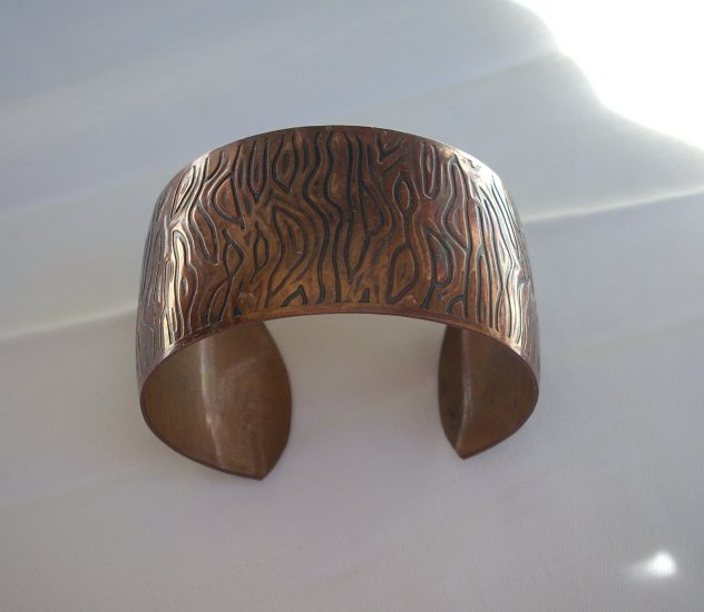 Vintage copper cuff bracelet etched design Eames era ll1078