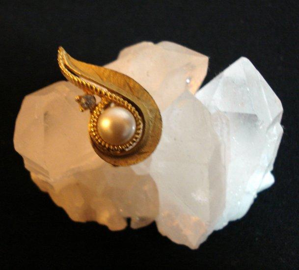 Crown Trifari brushed goldtone pearl rhinestone earrings clip vintage jewelry ll1412