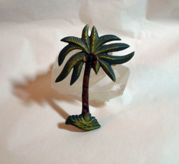 Vintage celluloid plastic palm tree pin brooch late 1940s ll1418