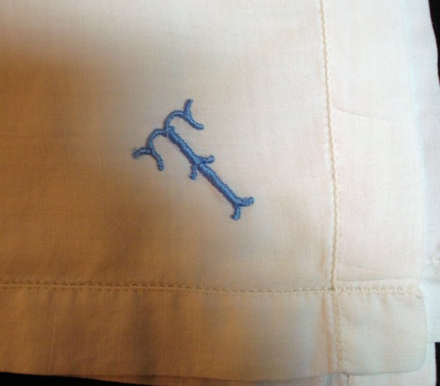 Mans vintage white cotton hankerchief blue monogram T ll1353