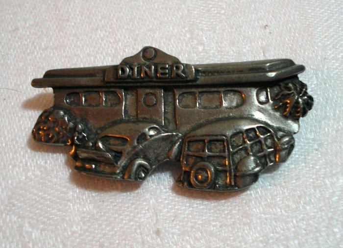 Figural diner with old cars Seagull pewter pin brooch 1988 vintage ll1403