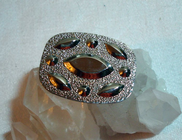 Silvertone scarf or dress clip perfect vintage jewelry ll1408