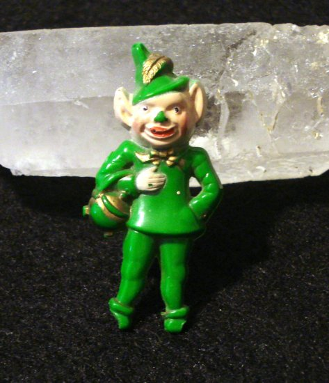 Leprechaun plastic pin gold painted vintage ll1513
