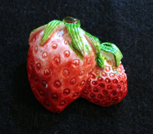Plastic strawberry strawberries pin brooch hand painted vintage costume jewelry ll2126