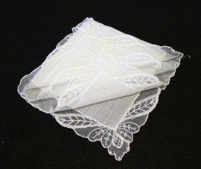 Antique white linen wedding hanky net lace border ll2170