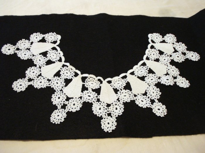 Hand crocheted white lace collar snowflakes and pyramids vintage lace ll2181