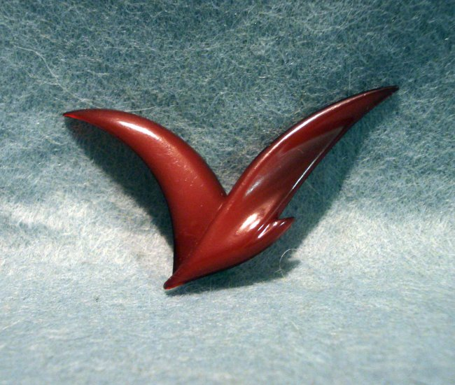 B+D Buch Deichmann Denmark bird pin brooch ox-blood plastic vintage costume jewelry ll2221