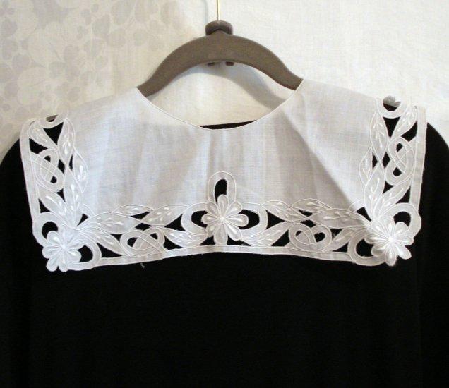 Satin stitched embroidered cutwork white collar unused vintage ll2277