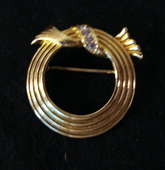 Avon ribbed circle pin gold tone with rhinestone detail perfect ll2291