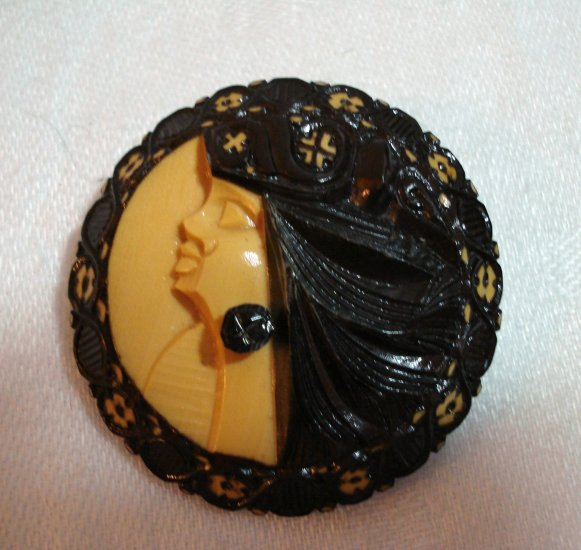 Carved 2 tone plastic pin brooch island womans head flowers vintage ll2299