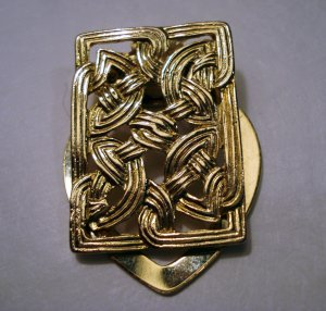 Gold tone scarf clip look of hair woven into Celtic knot excellent vintage ll2433