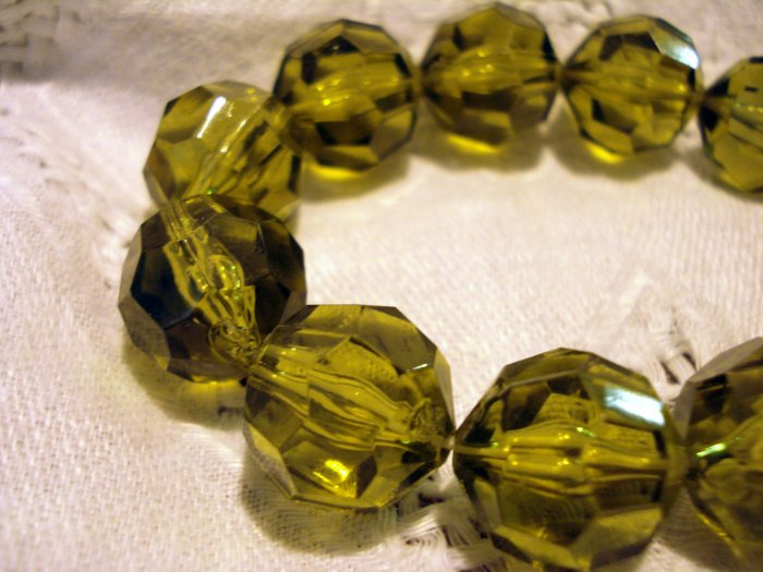 Faceted lucite plastic beads stretch bracelet olive green perfect unused ll2579