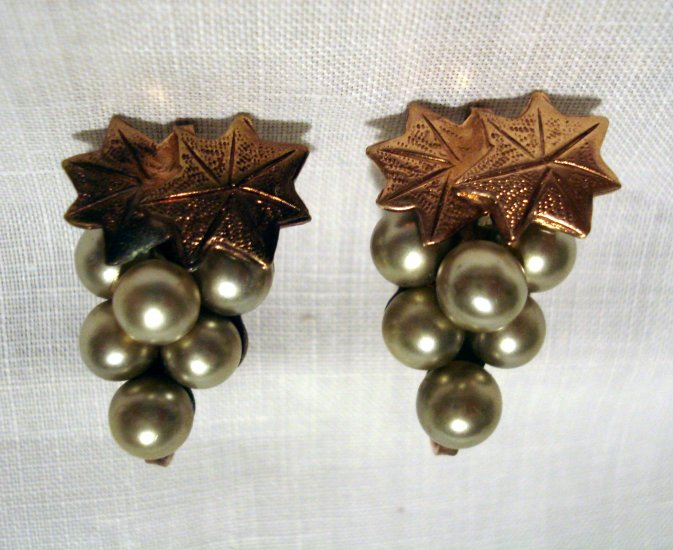 Gray pearls rose gold tone screw earrings grape clusters with leaves vintage ll2626