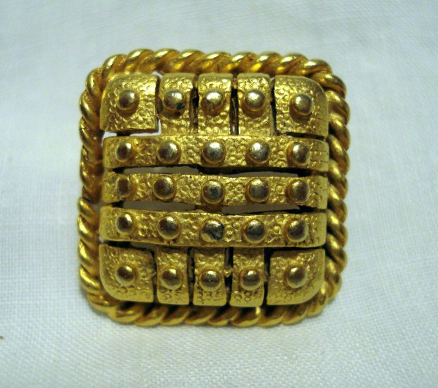 Corocraft textured gold tone earrings square pierced excellent vintage ll2700