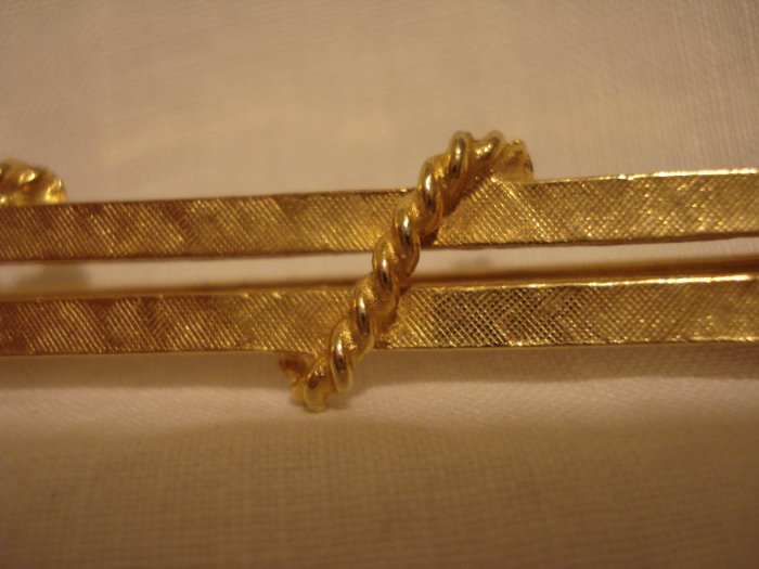 Keyes double bar pin brooch gold plated rope tied vintage ll2706