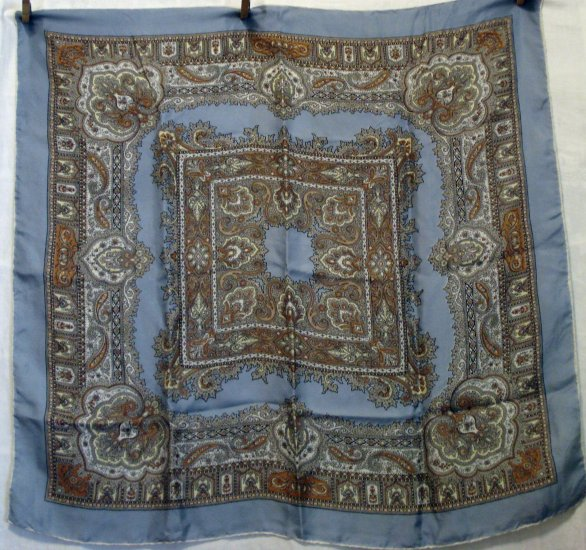 Neutral toned large silk paisley scarf rolled hem gray border large very good vintage ll2714