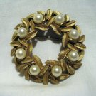 Avon circle pin brooch gold tone and faux pearl vintage ll2721
