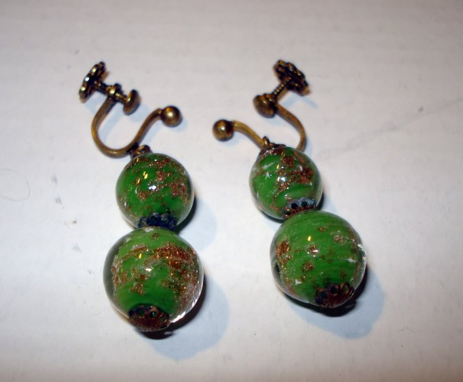 Green with gold confetti glass ball drop earrings screwback antique vintage ll2734