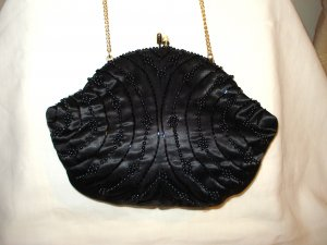 Beads and black sain evening bag with wrist chain kiss close excellent pre-owned ll2924