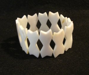 Mother of pearl stylized shapes stretch bracelet excellent preowned ll2932