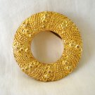 Wreath-like circle scarf clip gold tone excellent vintage ll2956