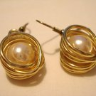 Gold tone faux pearls in wire swirls pierced earrings ear wires vintage ll3051