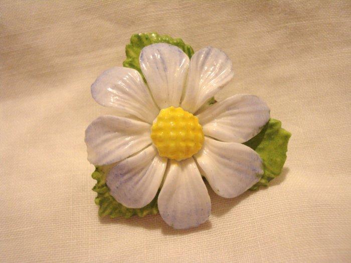 Daisy pin brooch china or ceramic realistic vintage ll3067