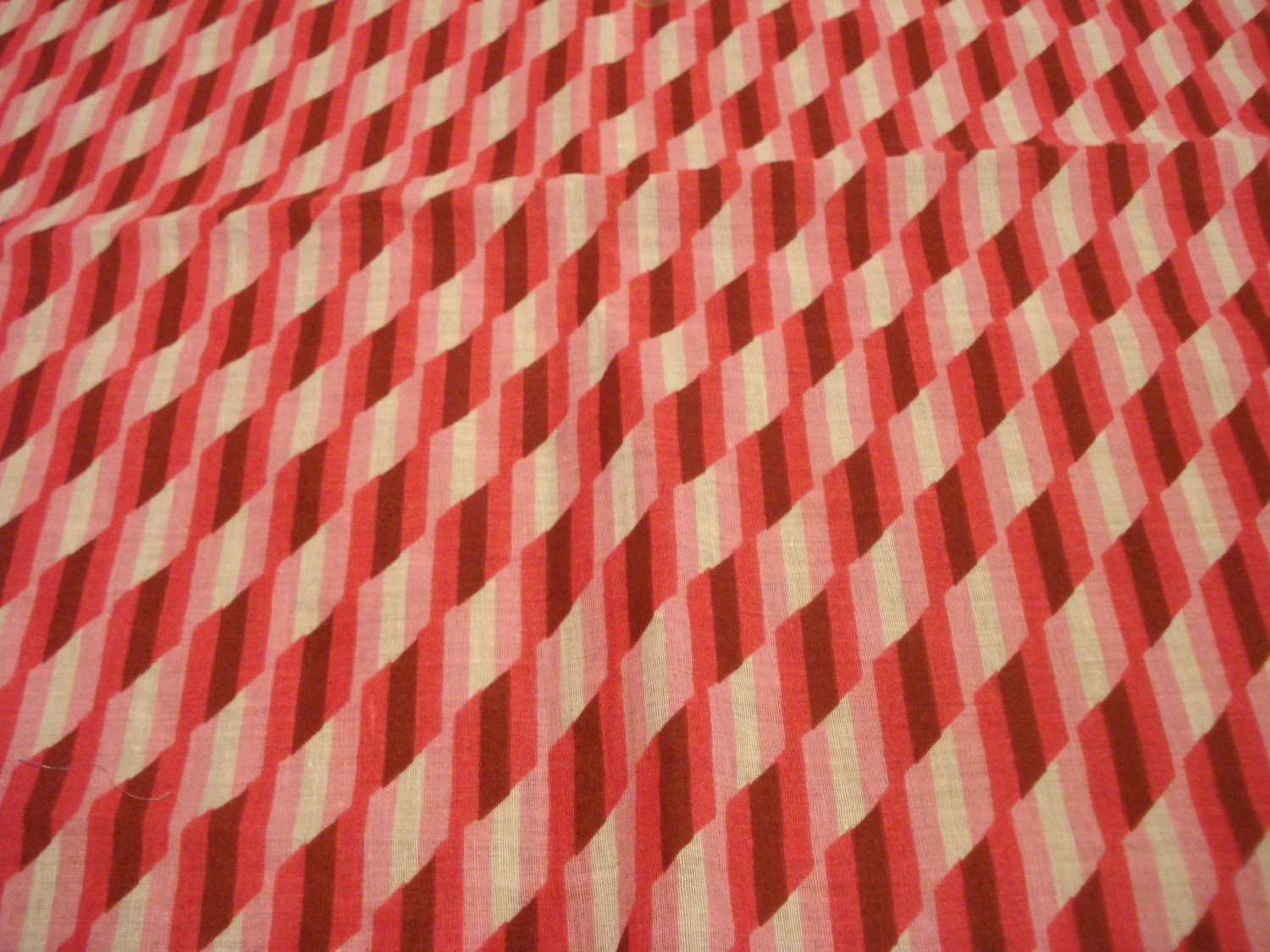 Pink red cotton bandanna kerchief optical illusion excellent preowned ll3124
