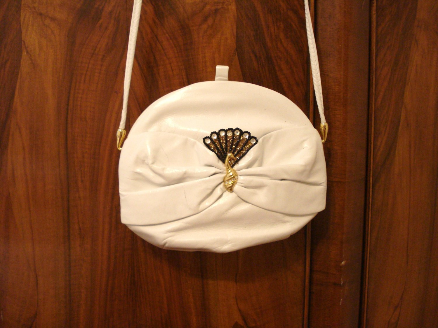 Rodo Italy small leather shoulder bag evening day peacock trim white unused  ll3147