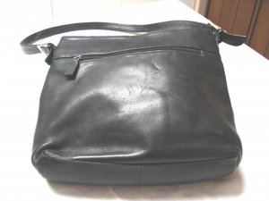 Tignanello black leather shoulder bag purse lots of storage pre-owned ll3275