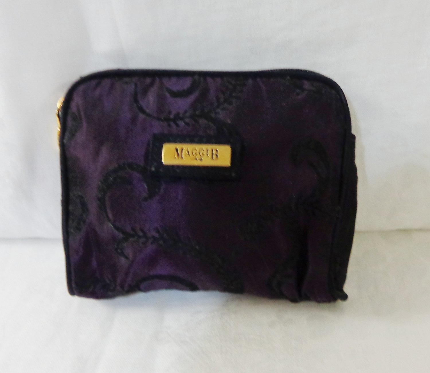 MaggiB purse cosmetic case padded black on plum as new ll3362