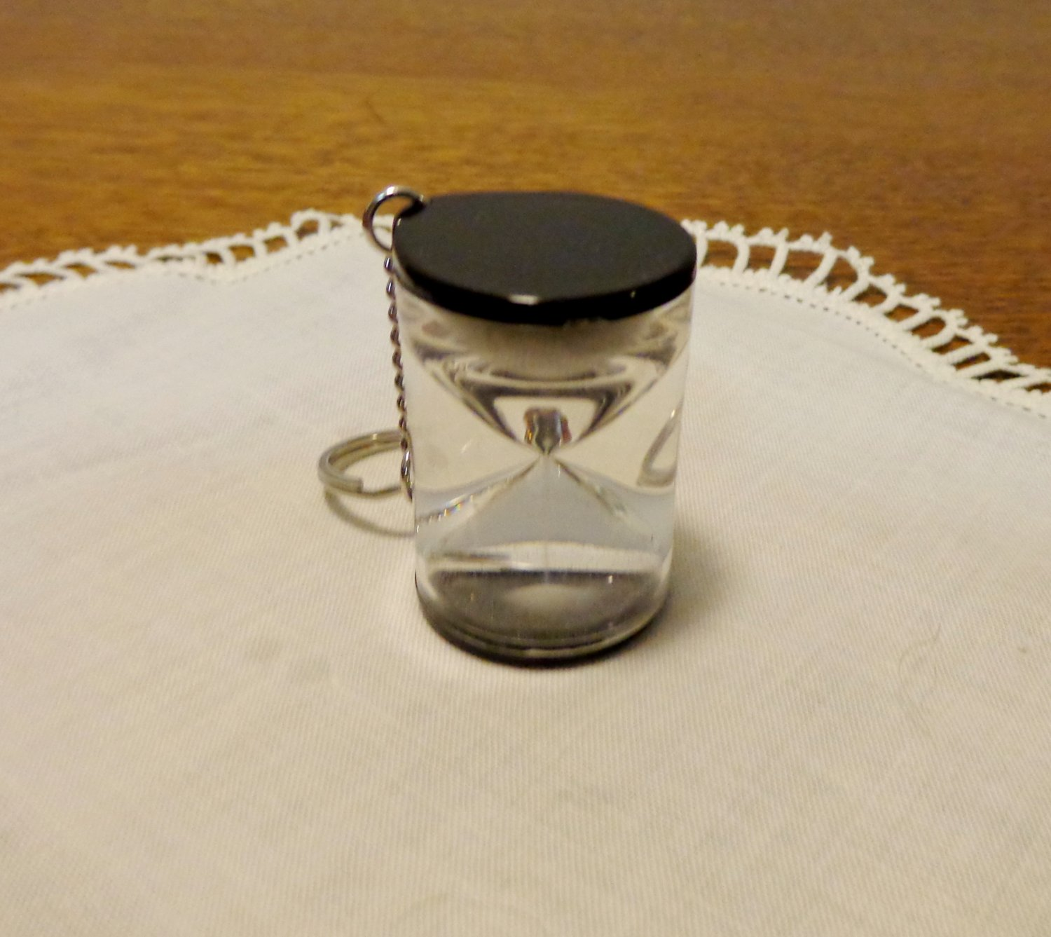Hour glass key ring 3 minute timer Lucite white sand unused ll3450