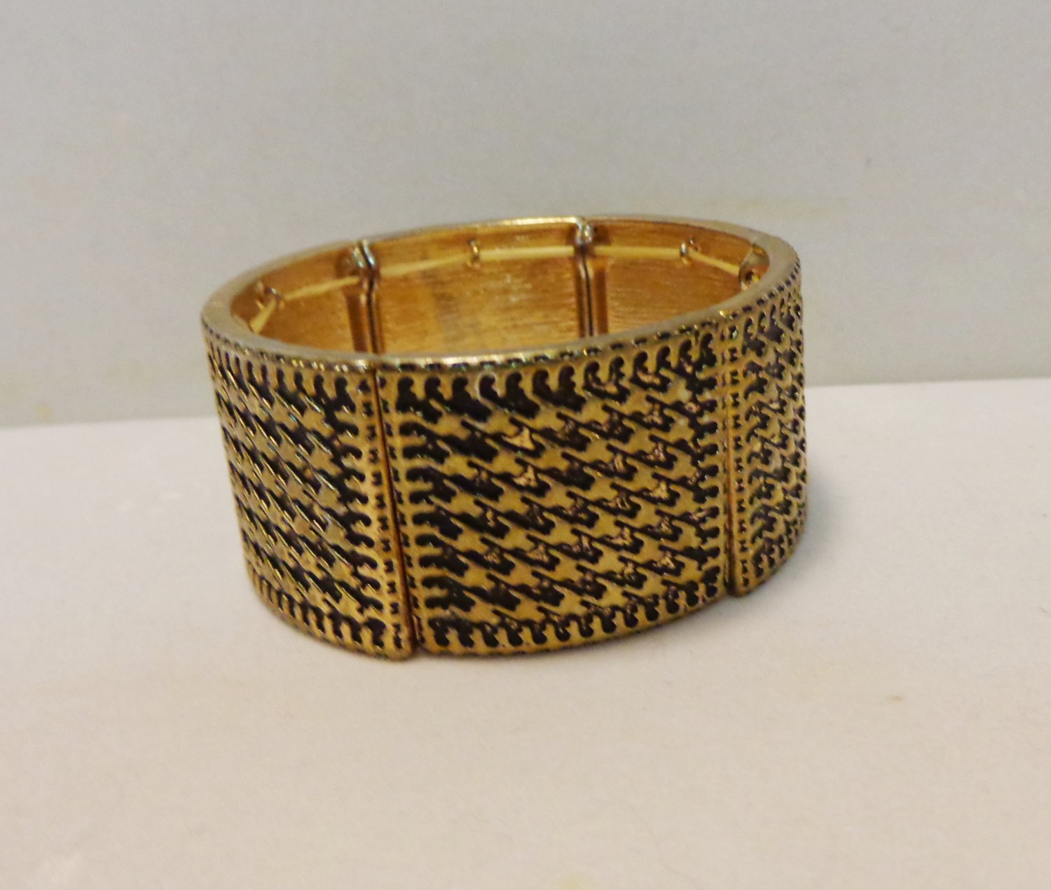 Wide brass stretch bangle bracelet houndstooth motif perfect pre-owned ll3482