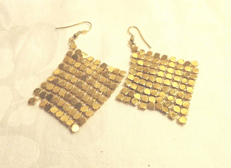 Gold tone alu-mesh chandelier earrings pierced shepherd's hook draping  ll3492