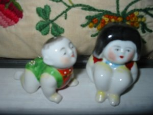 Adorable Boy And Girl Boy is Crawling Salt And Pepper Shakers Vintage