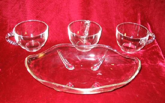 Marvekiys 3 Clear Glasses & Glass Relish Tray Leaf Dish