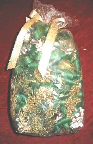 Olio Early Frost Pinecone Potpourri Gift Bag 12oz