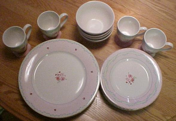 Pfaltzgraff Marianna Charlotte 16 pc Set Serving 4 Mugs 4 Bowls 4 Plates 4 Salad Plates