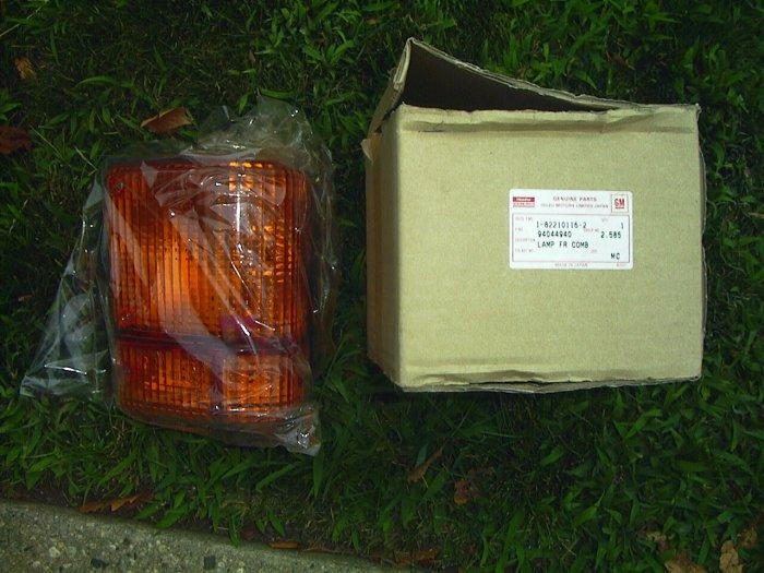 GMC Isuzu Chevrolet Evr/W7C FVR/W7C  W 7000 88-96 NOS R/F Park Lamp  94044940