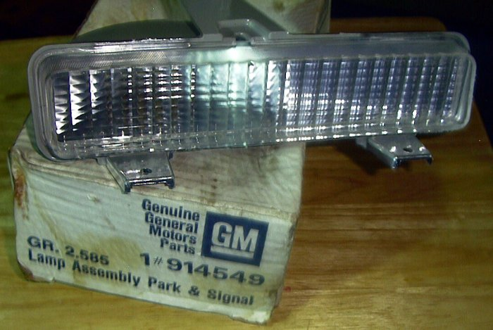 914549 Chevrolet Caprice Pontiac Parisian Impala NOS L/Front Park Lamp (in Bumper) 1980-1990
