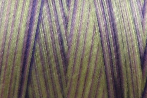 M40 - Violet Meadows - 35wt - 500m - Valdani Variegated Thread  q1