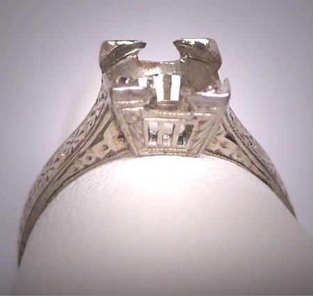 Antique 18K White Gold Art Deco Era Ring Mounting for Solitaire Stone c.1920 Engraved Detail