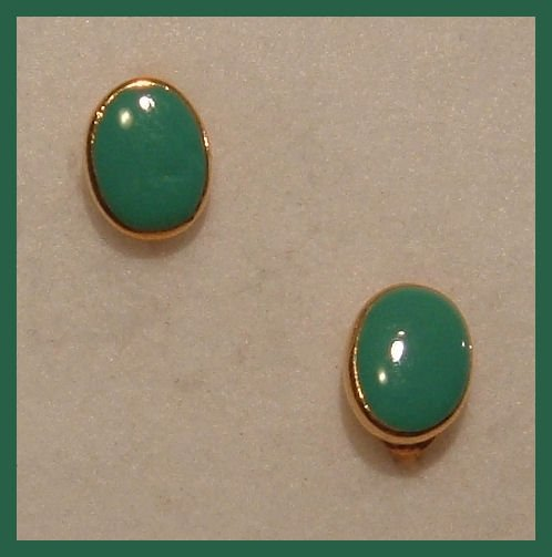 GREEN ENAMELED CLIP-ON  EARRINGS 1980s VINTAGE NEW