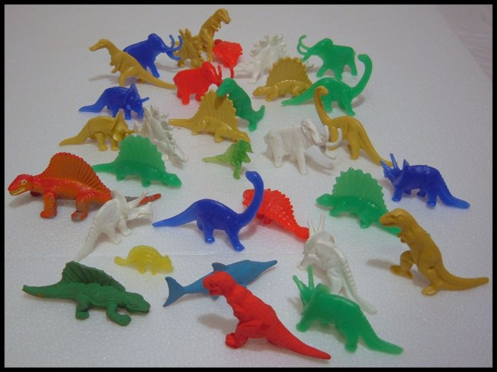 MIXED LOT OF 31 DINOSAUR FIGURES T-REX STEGOSAURUS