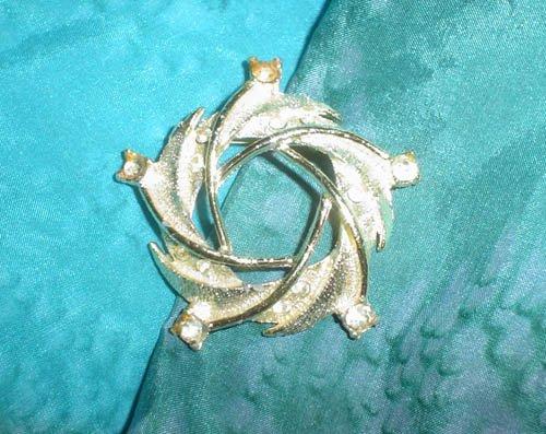 Vintage Rhinestone Star Pin