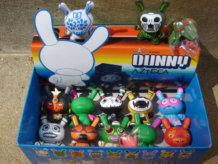 Azetca Kidrobot Dunny Set of 10 + 2 Chase