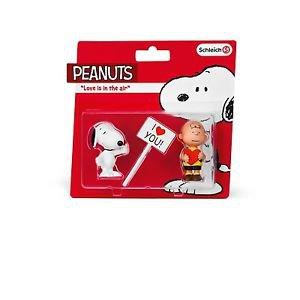 Peanuts - Love is in the Air Snoopy & Charlie Brown Vinyl Figures